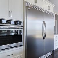 Medium 12 main kitchen oven and fridge 1