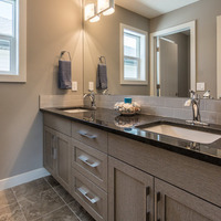 Medium 43 upper bathroom 2 1627