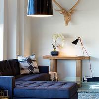 Medium modern sitting room