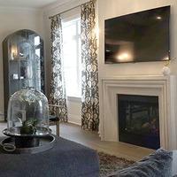 Medium elegant family room