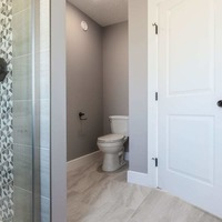 Medium 11 rockglen 2476 master bathroom