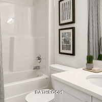 Medium townhome gallery bath