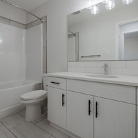 Medium main bathroom e1597080108936