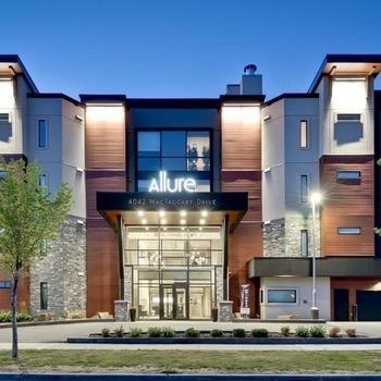 Large square allure exterior